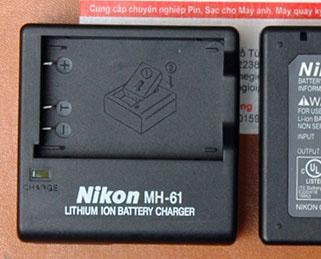 Sạc pin Nikon MH-61 dùng cho pin Nikon EN-EL5